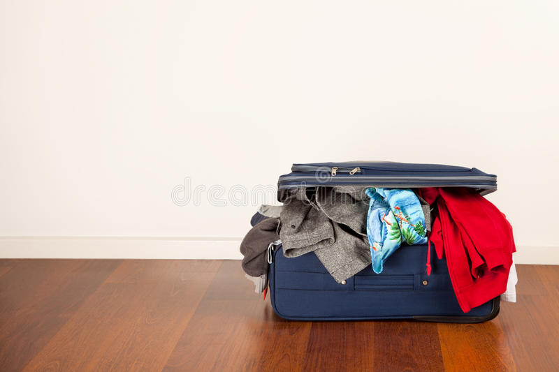 overfilled-suitcase